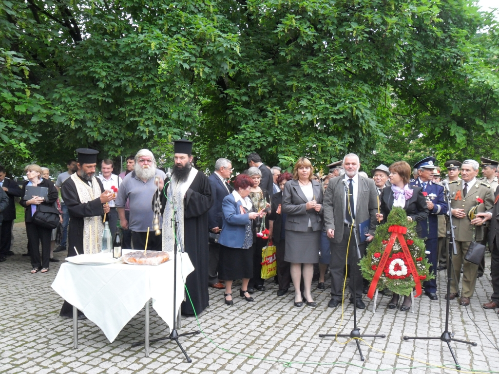 Д-р Юлиян Найденов почете паметта на героите
