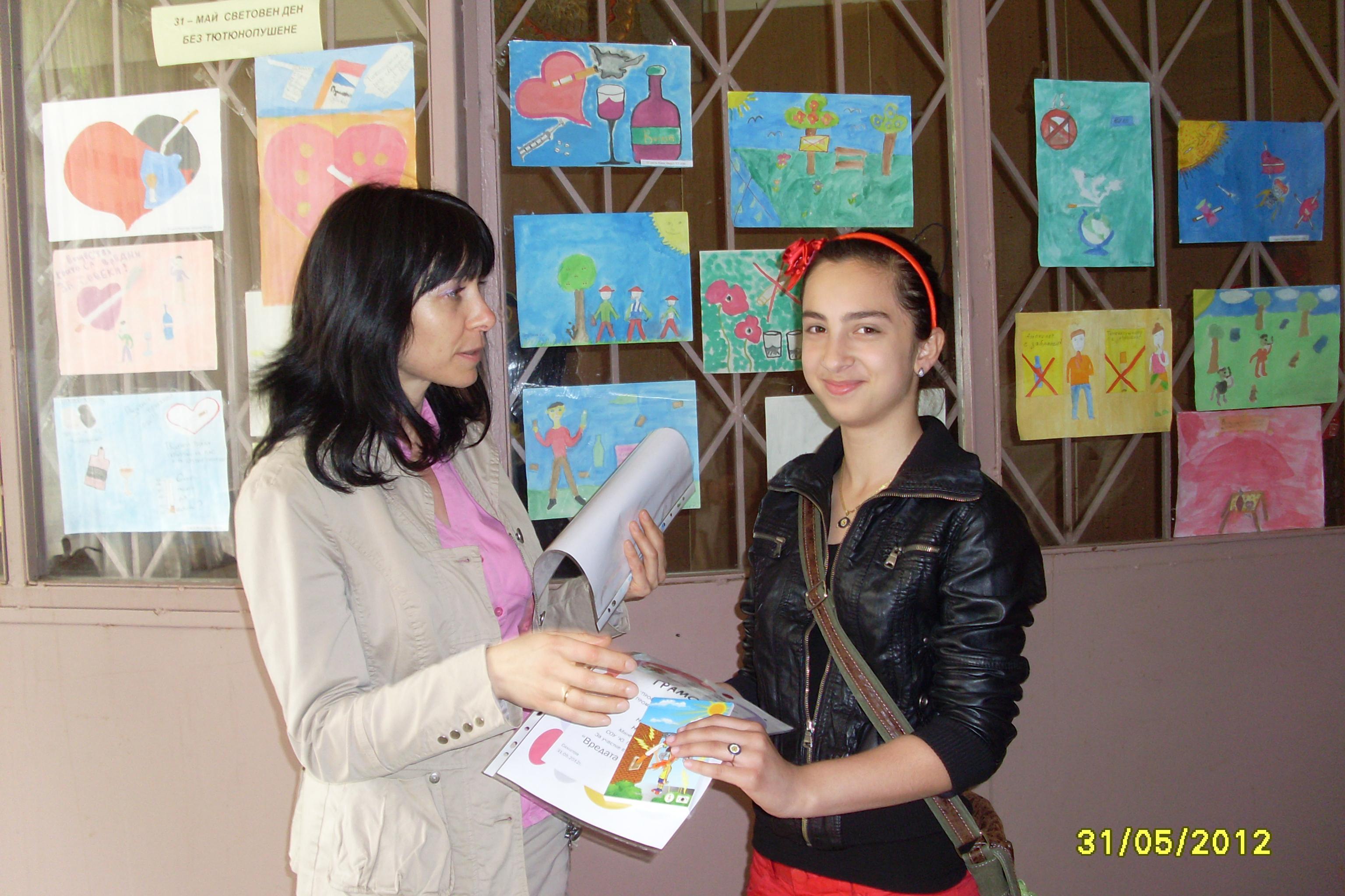"""СОУ """"Ю. Гагарин"""" и ОСУ """"Дръстър"""" представиха изложби с рисунки на тема """"Вредата от цигарите"""""""