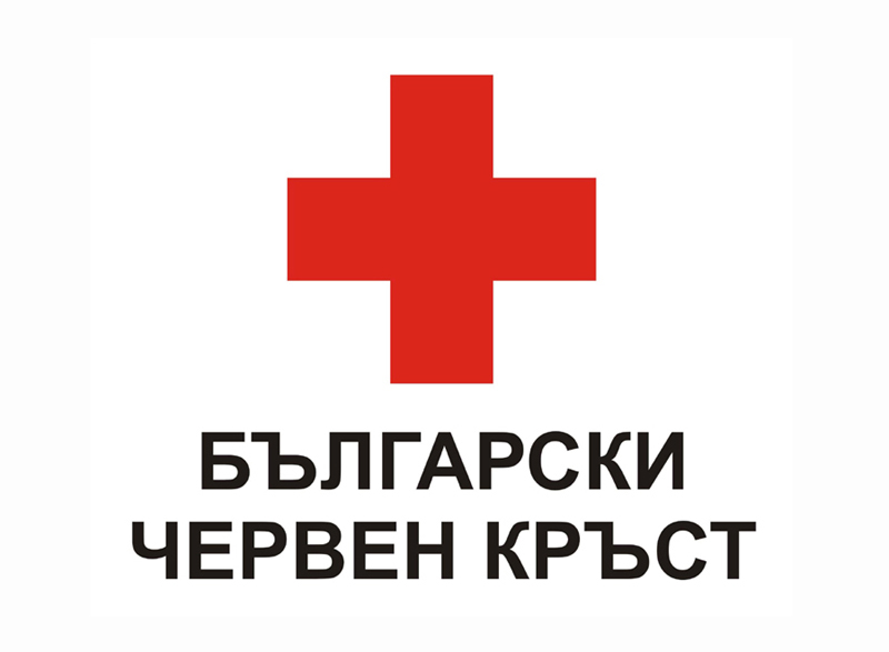Българския червен кръст раздава студена вода в Силистра