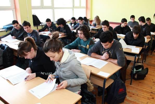 Зрелостници се явиха днес на поправителната матура по български език и литература