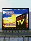 Късо съединение възпламени билборд, намиращ се до бензиностанция