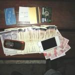 Двама задържани за  теглене на пари с фалшиви карти