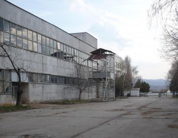 Бивш промишлен цех се подполи в Дулово