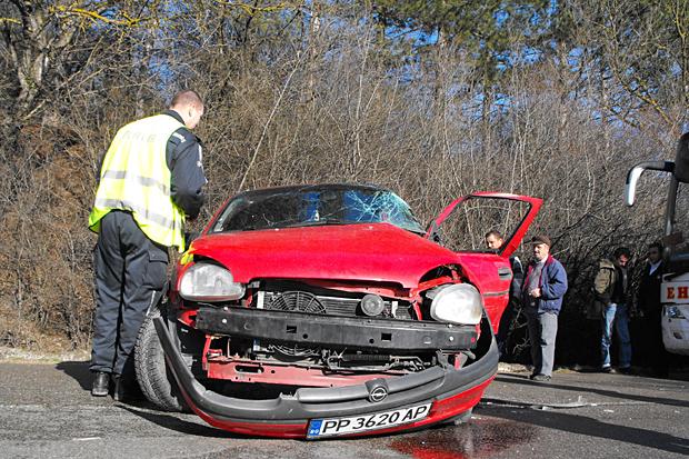 Шофьор без книжка е с тежки травми и опасност за живота