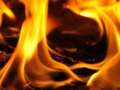 Тежък пожар в свинекомплекс