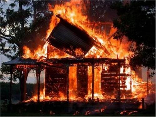 Къща изгоря , заедно със собственика си