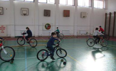 Проведе се състезание по приложно колоездене за деца