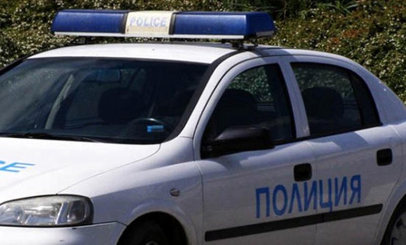 Мъж се сби с полицаи и им попречи на службата