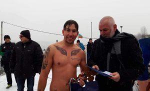 25-годишен смелчага извади богоявленския кръст от студените води на Дунав