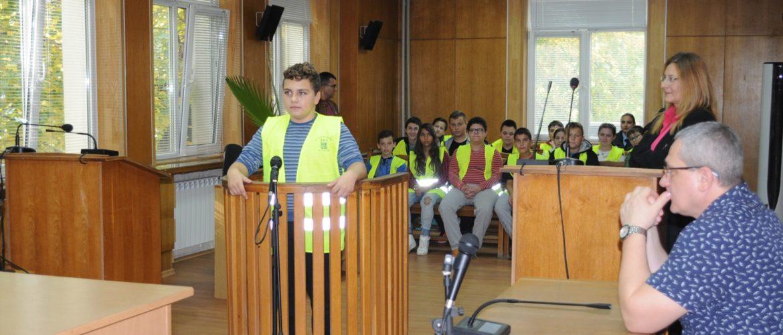 Доброволците от Детско полицейско управление гостуваха на Районния съд в Силистра