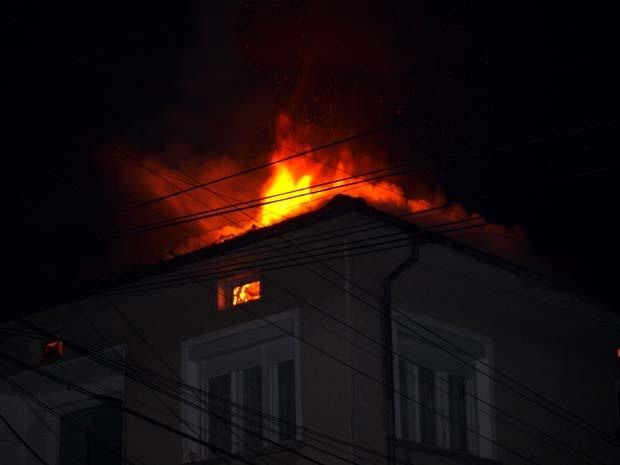 Покрив на къща в Алфатар беше опожарен