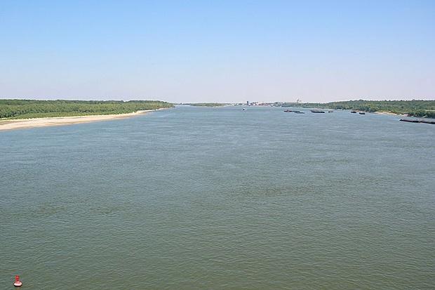 Нивото на река Дунав пада