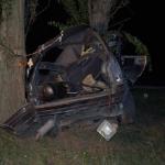 Жена загива на място след удар в дърво