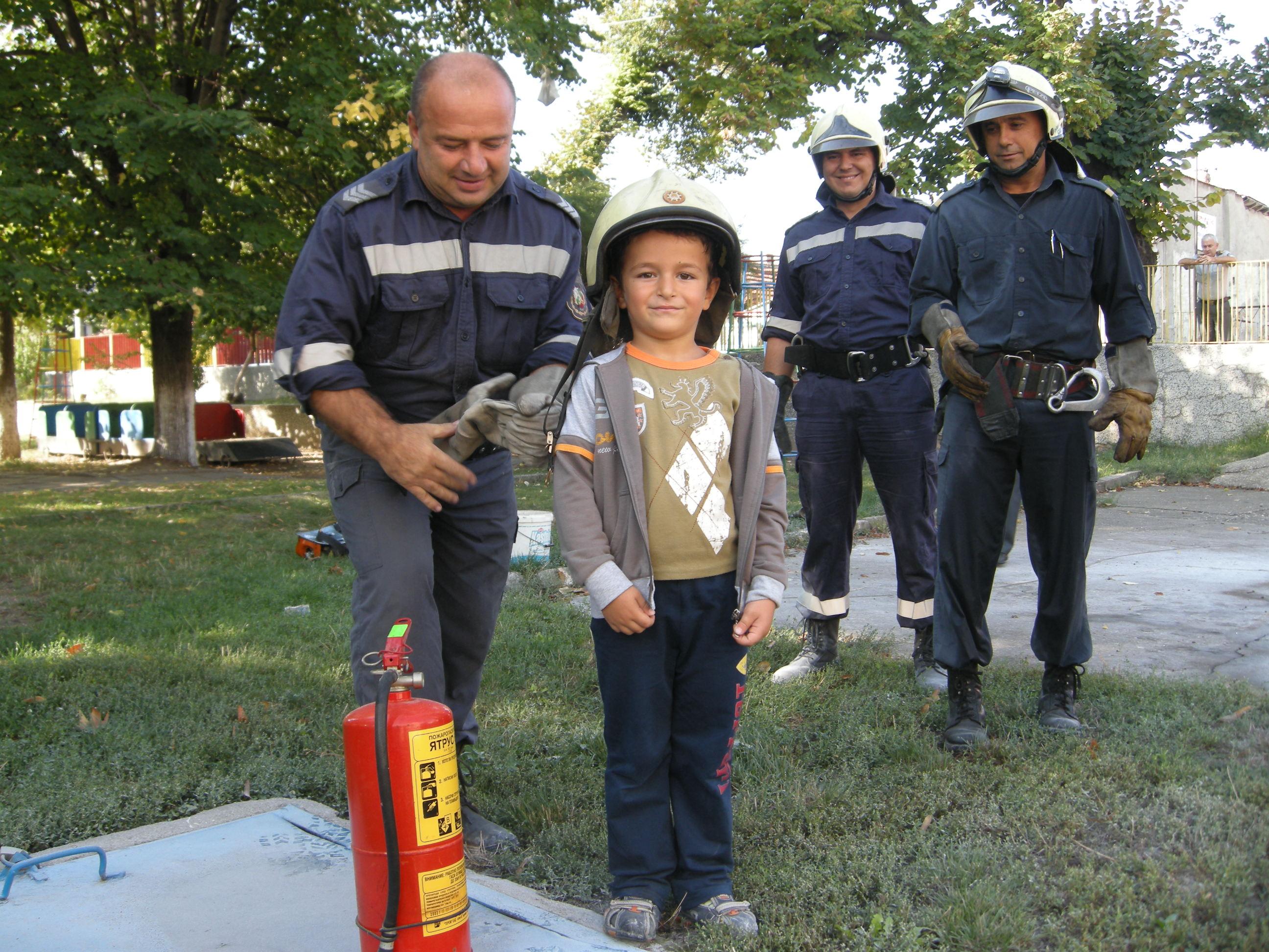 В Силистра бяха евакуирани днес в учебно занятие по пожарна безопасност
