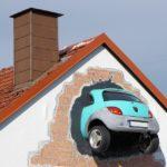 Пиян мъж се заби в стена с колата си