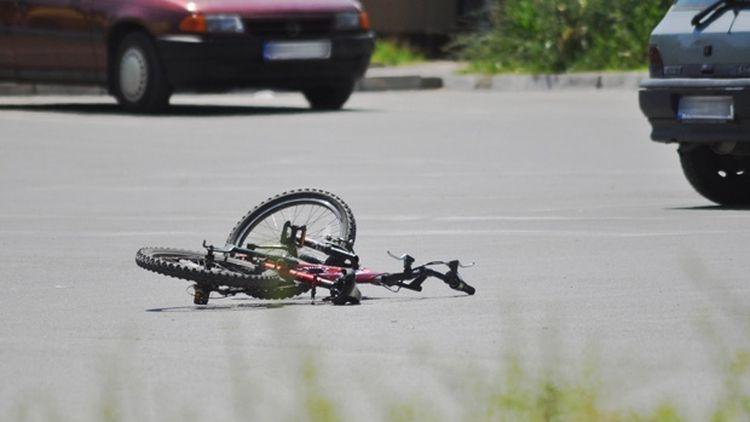 "Шофьор ""забрави"" да пропусне велосипедист и го удари"