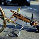 Издирва се шофьор , блъснал колоездач и избягал